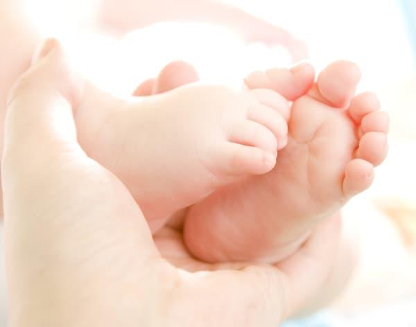hand holding baby's feet